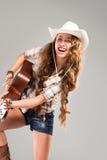 Cowgirl di Sesy in cappello di cowboy con la chitarra acustica Immagine Stock Libera da Diritti