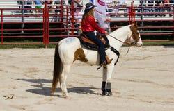 Cowgirl en caballo Fotografía de archivo libre de regalías