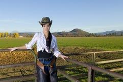 Cowgirl en la cerca Fotografía de archivo libre de regalías