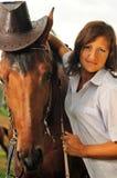 Cowgirl hermoso con su caballo Imágenes de archivo libres de regalías