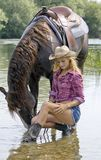 Cowgirl mit Pferd Lizenzfreie Stockfotos
