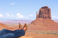 Cajgi i buty przy Pomnikową doliną obraz stock