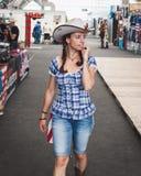 Cowgirl på att vagga parkerahändelsen i Milan, Italien Royaltyfri Bild