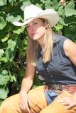 Cowgirl que se relaja Imagenes de archivo