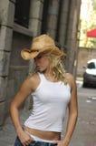 Cowgirl rubio atractivo Imagenes de archivo