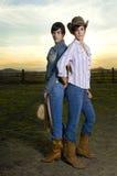 Cowgirls gemellare in un corallo Fotografie Stock Libere da Diritti