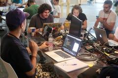 Coworking程序员队在工作 库存照片