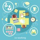 Coworking begrepp samtal för möte för bärbar dator för skrivbord för affärsaffärsmancmputer le till att använda kvinnan royaltyfri illustrationer