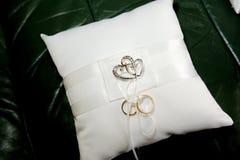 Coxim do anel de casamento Imagem de Stock