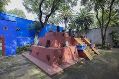 COYOACAN,墨西哥- 2016年10月28日:La住处Azul蓝色议院und庭院  库存照片
