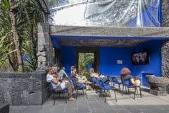 COYOACAN MEKSYK, OCT, - 28, 2016: Błękita dom z podwórzem losu angeles Casa Azul Zdjęcia Royalty Free