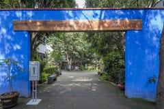 COYOACAN MEKSYK, OCT, - 28, 2016: Błękita dom z podwórzem losu angeles Casa Azul Zdjęcie Royalty Free