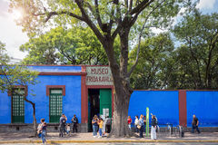COYOACAN, MEXICO - NOV 1, 2016:Tourists wait in long line to get to the famous Frida Kalho Museum Royalty Free Stock Images