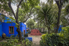 COYOACAN, MEXICO - OCT 28, 2016: Blue House und courtyard of La stock images