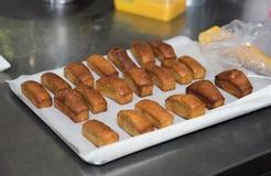 Cozendo e cozinhando o chocolate e desertos doces Imagem de Stock Royalty Free