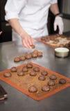 Cozendo e cozinhando o chocolate e desertos doces Fotografia de Stock Royalty Free