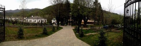 Cozia kloster i Oltenia, gammalt rumänskt län Royaltyfri Fotografi