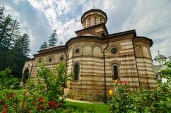 Cozia kloster, nära CălimăneÈ™ti, Rumänien Arkivfoto
