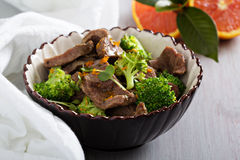 Cozido de carne com brócolis imagem de stock