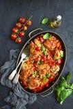 Cozido de galinha com pimenta de sino e o feijão branco em um molho de tomate Imagem de Stock Royalty Free