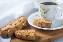 Cozimento caseiro do cooke do biscotti da amêndoa imagens de stock royalty free