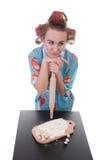 Cozimento da mulher no estúdio imagem de stock