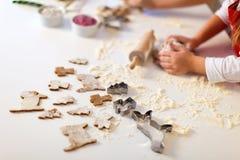 Cozimento das cookies do Natal Imagens de Stock