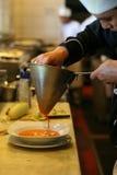 Cozimento do cozinheiro chefe Imagens de Stock Royalty Free