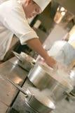 Cozimento do cozinheiro chefe Foto de Stock Royalty Free