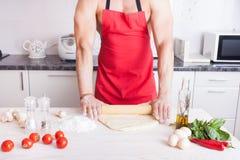 Cozimento do homem do músculo Foto de Stock Royalty Free