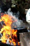 Cozimento em uma chama aberta Fotografia de Stock
