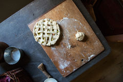 Cozimento home, torta de ruibarbo de cozimento Foto de Stock Royalty Free