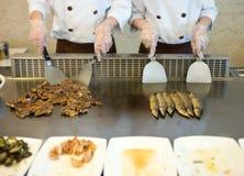 Cozimento japonês do cozinheiro chefe Fotografia de Stock
