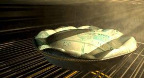 Cozimento real brasileiro da torta do dinheiro no forno Fotos de Stock Royalty Free