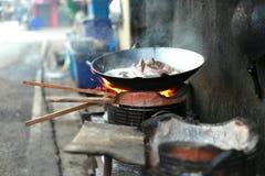 Cozimento tailandês da cozinha do fogão Fotos de Stock