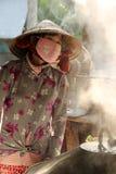 Cozimento vietnamiano da mulher Fotografia de Stock