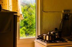 Cozinha acolhedor da casa da vila Fotos de Stock