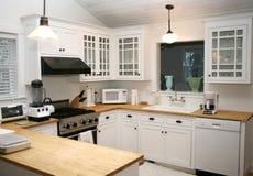 Cozinha branca do país Fotografia de Stock