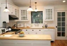 Cozinha branca do país Fotografia de Stock Royalty Free