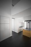 Cozinha branca minimalista Imagem de Stock Royalty Free