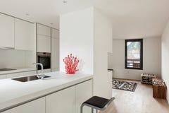 Cozinha branca moderna imagem de stock royalty free