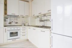Cozinha branca moderna Fotos de Stock
