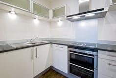 Cozinha branca moderna Fotos de Stock Royalty Free