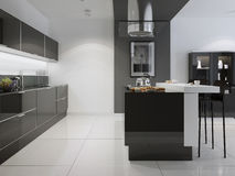 Cozinha brilhante com uma mobília escura Fotografia de Stock