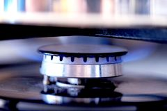 A cozinha caracteriza o fogão e queima o GUS foto de stock