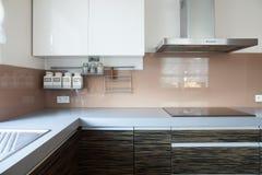 Cozinha com hob da indução fotos de stock royalty free