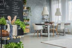 Cozinha com o espaço para refeições industrial imagens de stock