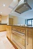 Cozinha com zonas separadas Fotografia de Stock Royalty Free