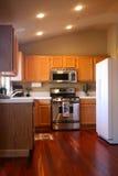 Cozinha da madeira da cereja Fotografia de Stock
