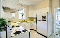Cozinha dated velha foto de stock royalty free